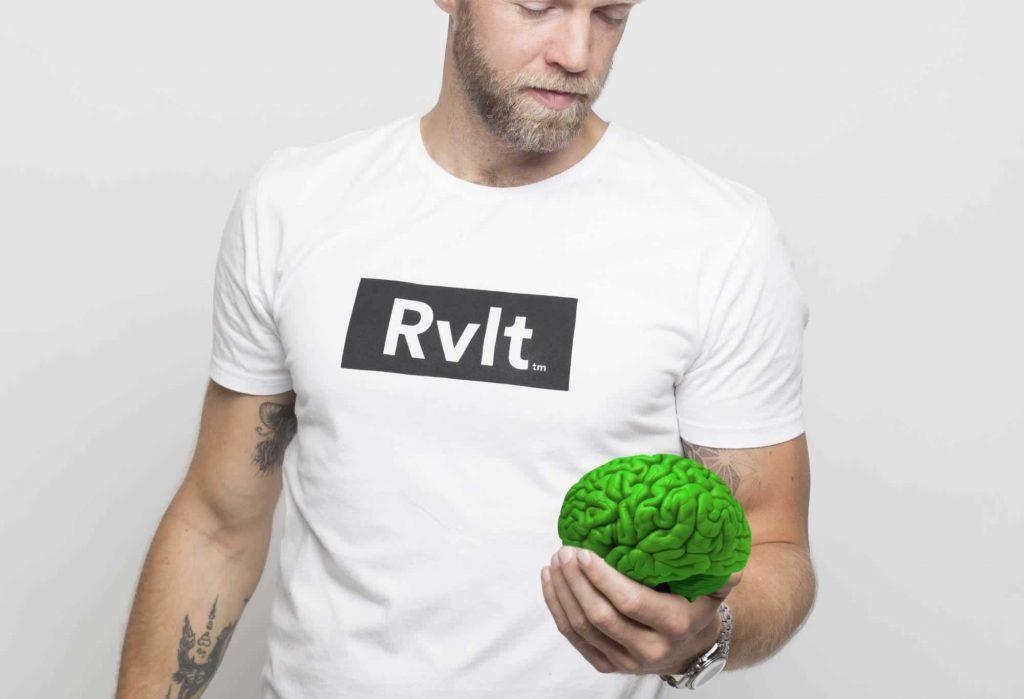 Asger med grøn hjerne i hånden